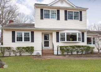 Pre Foreclosure in West Islip 11795 VAN BUREN AVE - Property ID: 1165175225