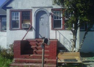 Pre Foreclosure in Bay Shore 11706 ROSS AVE - Property ID: 1167106702