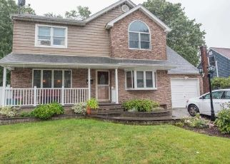 Pre Foreclosure in West Babylon 11704 18TH ST - Property ID: 1168151715