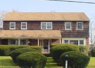 Pre Foreclosure in Patchogue 11772 N DURKEE LN - Property ID: 1169303131