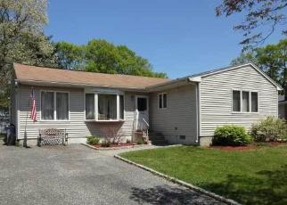 Pre Foreclosure in Farmingville 11738 CEDAR OAKS AVE - Property ID: 1170156763
