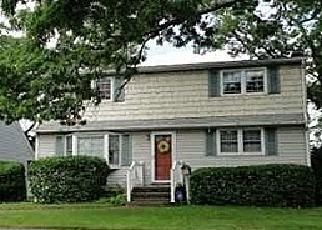 Pre Foreclosure in Massapequa 11758 N SUMMIT DR - Property ID: 1170430486
