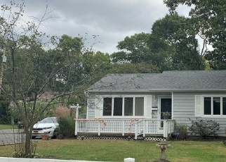 Pre Foreclosure in Blue Point 11715 EATONDALE AVE - Property ID: 1170957364