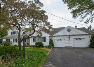 Pre Foreclosure in Babylon 11702 MELBURY RD - Property ID: 1171930545