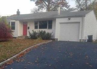 Pre Foreclosure in Huntington Station 11746 THORNEY AVE - Property ID: 1172679479