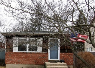 Pre Foreclosure in Lake Grove 11755 BEECH ST - Property ID: 1173052189