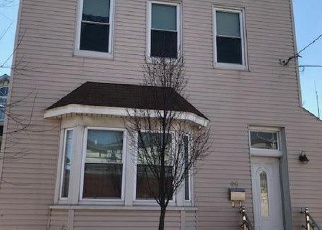 Pre Foreclosure in Staten Island 10305 ROBIN RD - Property ID: 1173658353