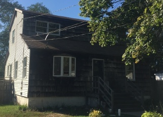 Pre Foreclosure in Mastic 11950 MIDLAND AVE - Property ID: 1178728788