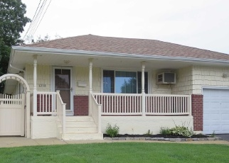 Pre Foreclosure in Merrick 11566 POWELL AVE - Property ID: 1179035803
