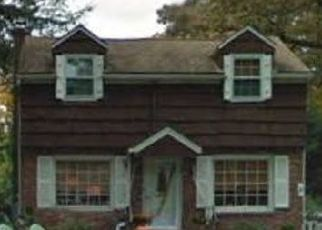 Pre Foreclosure in Huntington Station 11746 LODGE AVE - Property ID: 1179498742