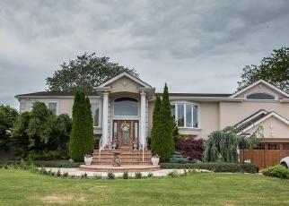 Pre Foreclosure in Copiague 11726 DOLPHIN LN E - Property ID: 1179715986