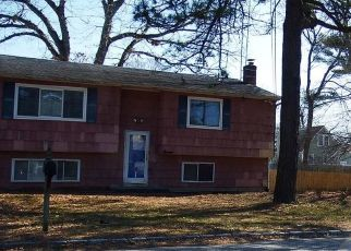 Pre Foreclosure in West Babylon 11704 ROSE PL - Property ID: 1180919972