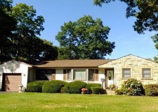 Pre Foreclosure in Bayport 11705 GILLETTE AVE - Property ID: 1181704366