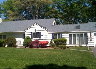 Pre Foreclosure in Brightwaters 11718 MOHAWK DR - Property ID: 1182925446