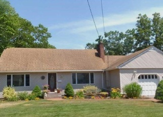 Pre Foreclosure in Bayport 11705 CONNETQUOT RD - Property ID: 1182989834