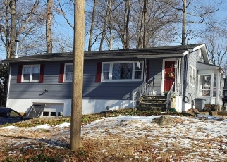 Pre Foreclosure in Lake Hopatcong 07849 NEW JERSEY AVE - Property ID: 1183312165