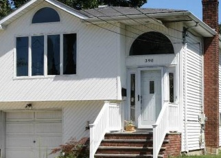 Pre Foreclosure in Lindenhurst 11757 37TH ST - Property ID: 1183437886