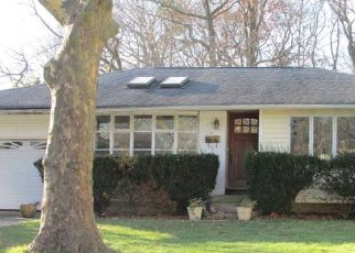 Pre Foreclosure in Huntington Station 11746 COE PL - Property ID: 1184769308