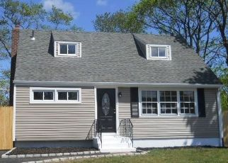 Pre Foreclosure in Central Islip 11722 HICKORY ST - Property ID: 1184970791