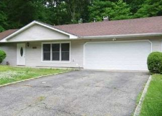 Pre Foreclosure in Melville 11747 CHATEAU DR - Property ID: 1185182770