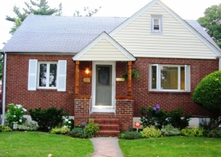 Pre Foreclosure in Uniondale 11553 HENRY ST - Property ID: 1185248906
