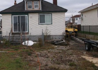 Pre Foreclosure in Lindenhurst 11757 VENETIAN BLVD - Property ID: 1186593473
