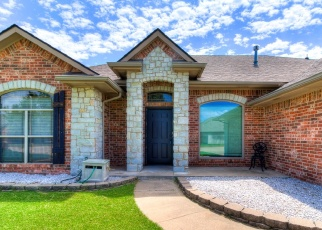 Pre Foreclosure in Mustang 73064 N CADDELL WAY - Property ID: 1189952744