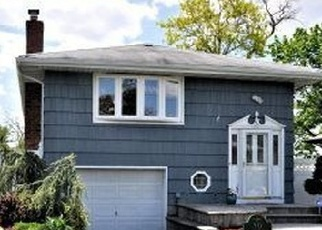 Pre Foreclosure in Islip 11751 MOFFITT BLVD - Property ID: 1190466480