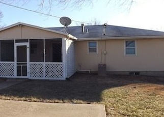 Pre Foreclosure in Topeka 66605 SE 34TH TER - Property ID: 1198826980