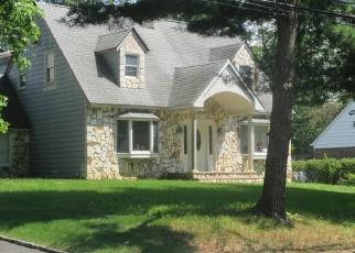 Pre Foreclosure in Livingston 07039 WALNUT ST - Property ID: 1199109455