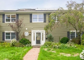 Pre Foreclosure in Babylon 11702 MIDWAY ST - Property ID: 1202541873