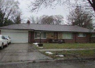 Pre Foreclosure in Harper Woods 48225 OLD HOMESTEAD DR - Property ID: 1204979630