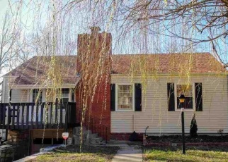 Pre Foreclosure in Topeka 66611 SW HILLSIDE AVE - Property ID: 1211653920
