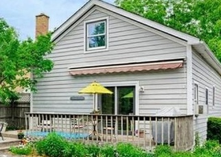 Pre Foreclosure in Downers Grove 60515 ROSLYN RD - Property ID: 1212849130