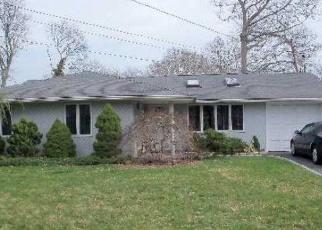 Pre Foreclosure in Farmingville 11738 MOUNT WILSON AVE - Property ID: 1217854756