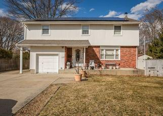 Pre Foreclosure in East Islip 11730 FAWN DR - Property ID: 1223745947