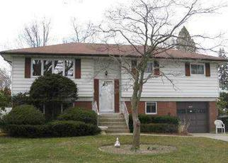 Pre Foreclosure in West Islip 11795 W 3RD ST - Property ID: 1225846908