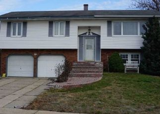 Pre Foreclosure in Centereach 11720 EISENHOWER RD - Property ID: 1226829265