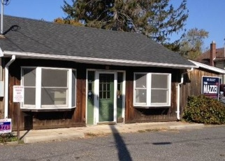 Pre Foreclosure in Blue Point 11715 MONTAUK HWY - Property ID: 1226890140