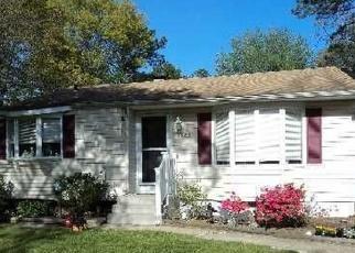 Pre Foreclosure in Bay Shore 11706 N GARDINER DR - Property ID: 1226959793