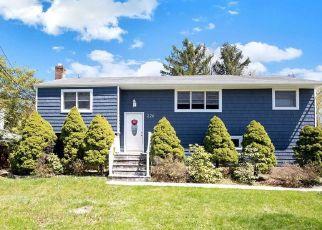 Pre Foreclosure in Huntington 11743 BROADWAY GREENLAWN - Property ID: 1227477921