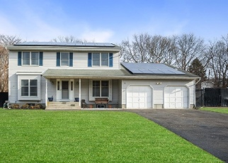 Pre Foreclosure in Farmingville 11738 ETON RD - Property ID: 1228920149