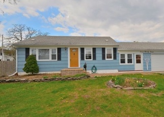 Pre Foreclosure in Lindenhurst 11757 S HICKORY ST - Property ID: 1228961325