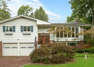 Pre Foreclosure in Brightwaters 11718 N WINDSOR AVE - Property ID: 1229295950