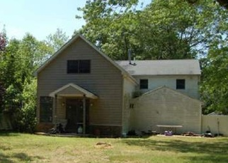 Pre Foreclosure in West Islip 11795 MALTS AVE - Property ID: 1229907347