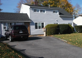 Pre Foreclosure in Levittown 11756 ALBATROSS RD - Property ID: 1233248659
