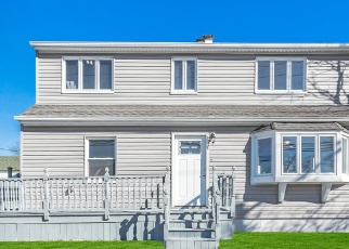 Pre Foreclosure in Freeport 11520 GUY LOMBARDO AVE - Property ID: 1233781224