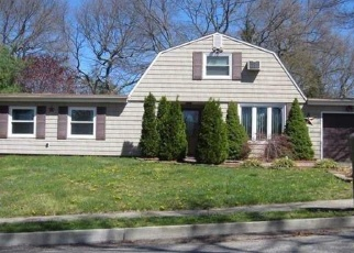 Pre Foreclosure in Farmingville 11738 COLLEGE HILLS DR - Property ID: 1233965172