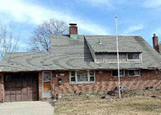Pre Foreclosure in Hicksville 11801 BALLAD LN - Property ID: 1234592807