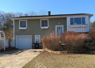 Pre Foreclosure in Bayport 11705 STEPHEN RD - Property ID: 1235283482